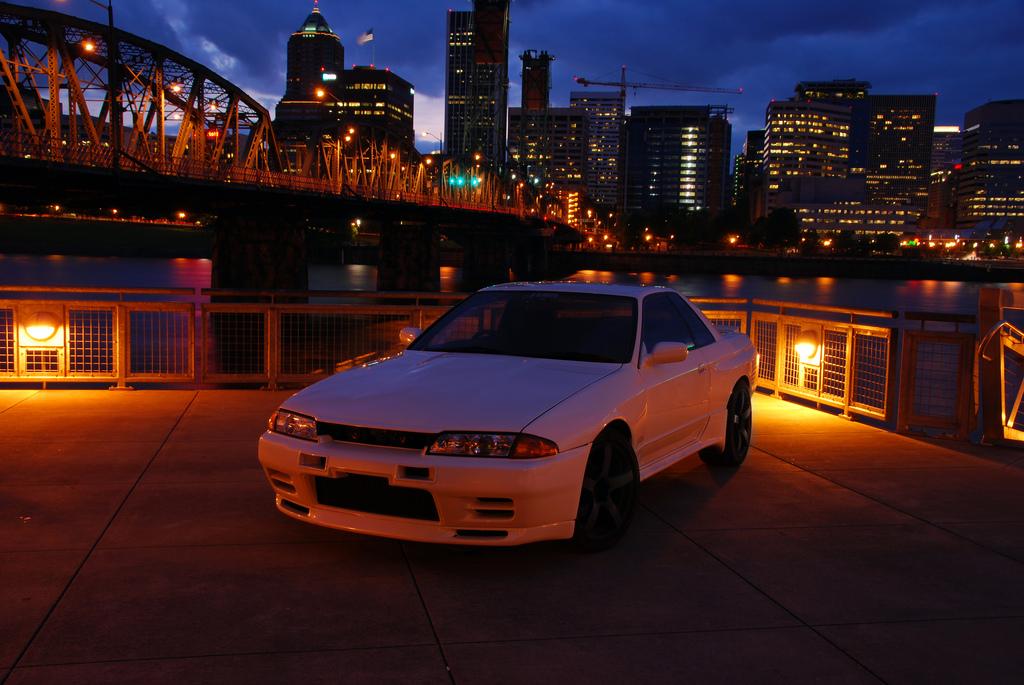 Nissan Skyline R32, po zmroku, po zachodzie słońca, fotografia, japońskie sportowe coupe, godzilla, legendarny, ceniony, popularny, samochód, JDM, tuning