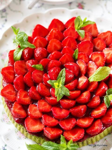 ciasto szpinakowe , truskawki , szpinak na słodko , letni deser , lato z owocami