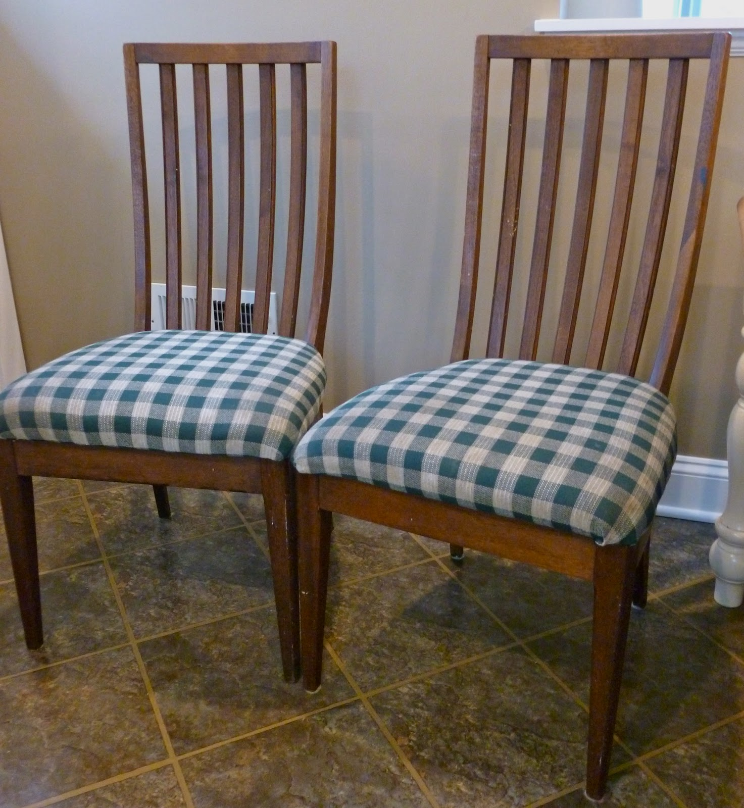 Kitchen Table And Chairs Makeover: So Anyways, I Started By Removing The Seat Cushion And