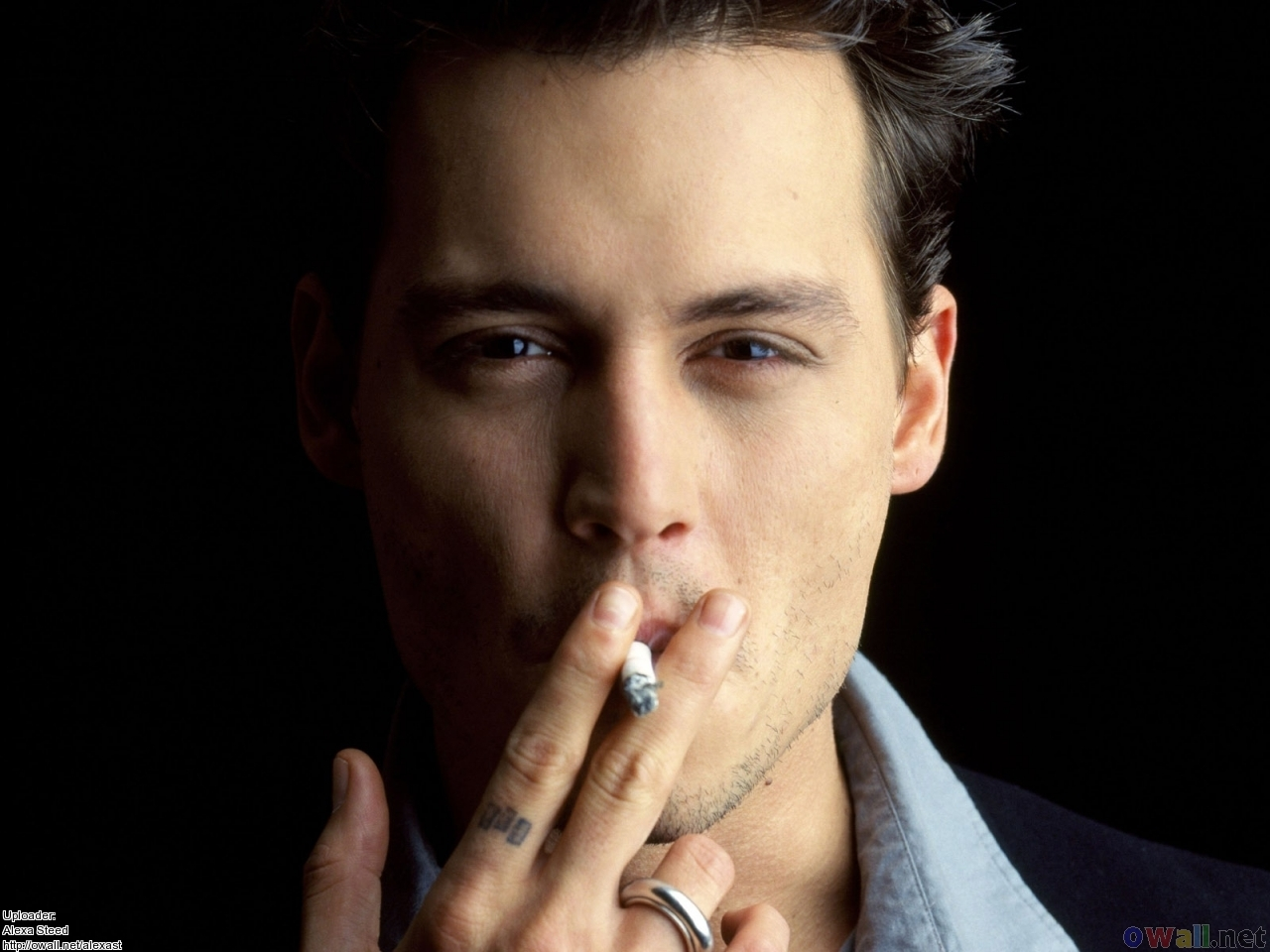 Johnny Depp Smoking Photos