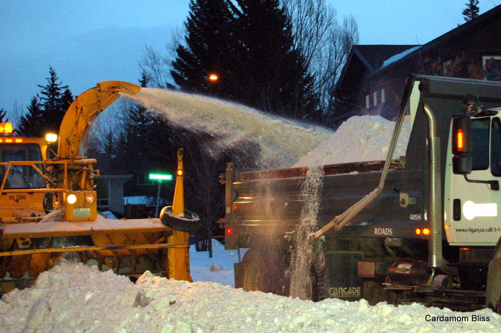 Giant snowblower fills truck in thirty seconds