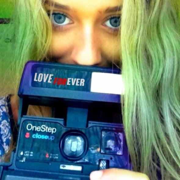 femme yeux bleu