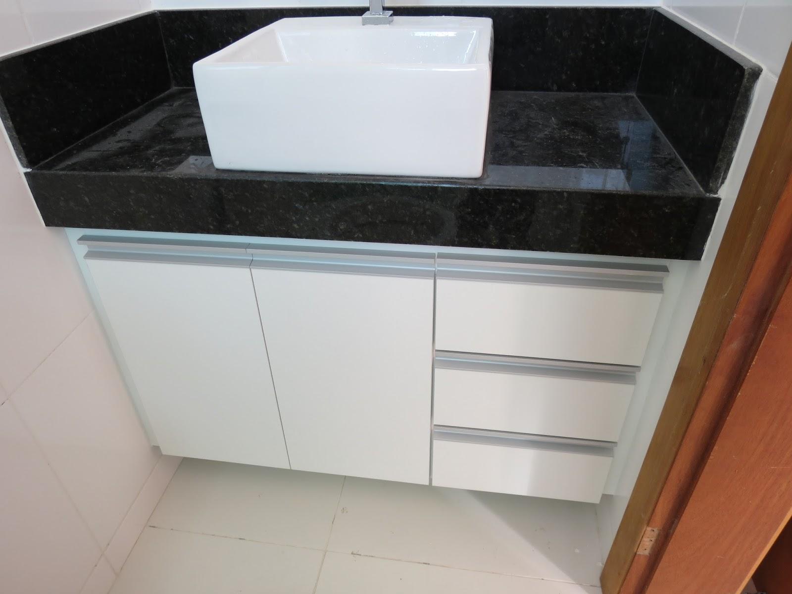 Lopes Armários Planejados: Armário para Banheiro (Padrão Branco  #764328 1600x1200 Armario Banheiro Aluminio
