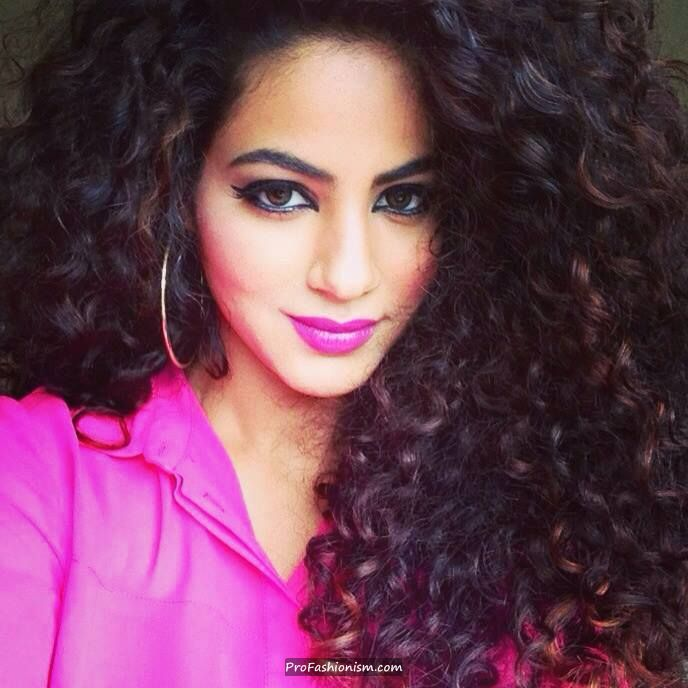 Annie Khalid In Her Signature Style Pictures