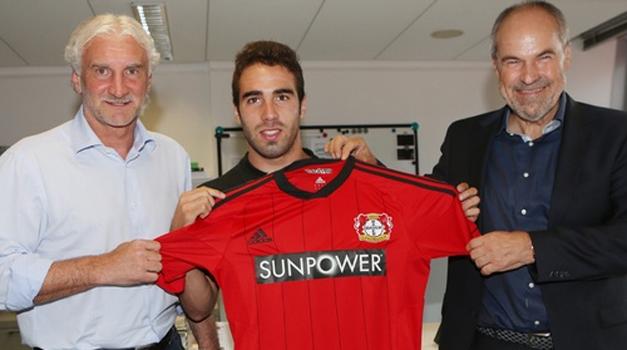 Daniel+Carvajal+Leverkusen+presentacion.jpg