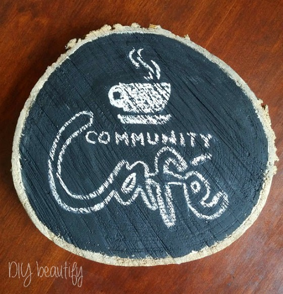 customizing wood slices for decor at www.diybeautify.com
