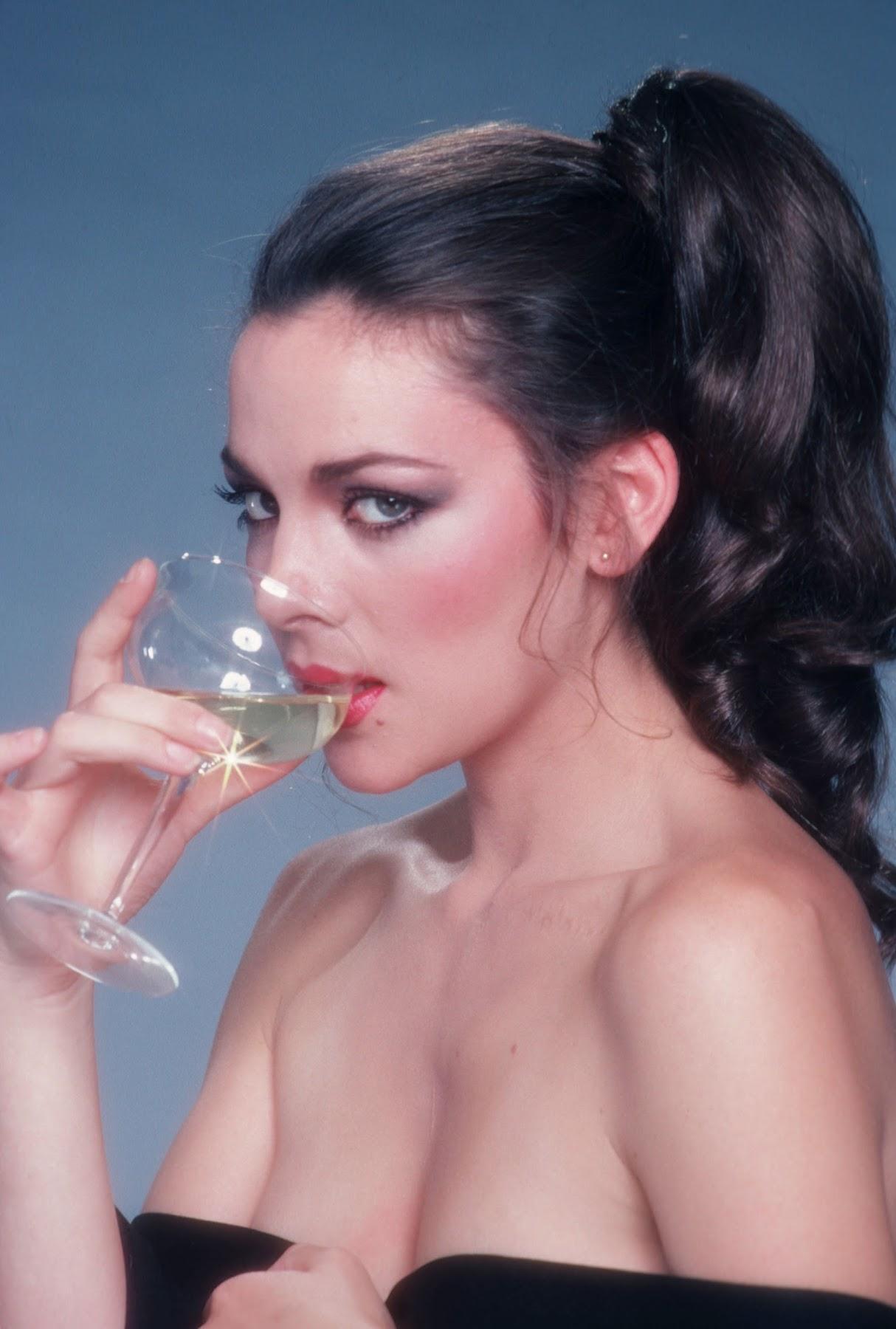 http://4.bp.blogspot.com/-bxgOm4nAkoA/TyFdoKJM6RI/AAAAAAAAKUk/h0A4XD0d4Zc/s1800/Kim+Cattrall.jpg