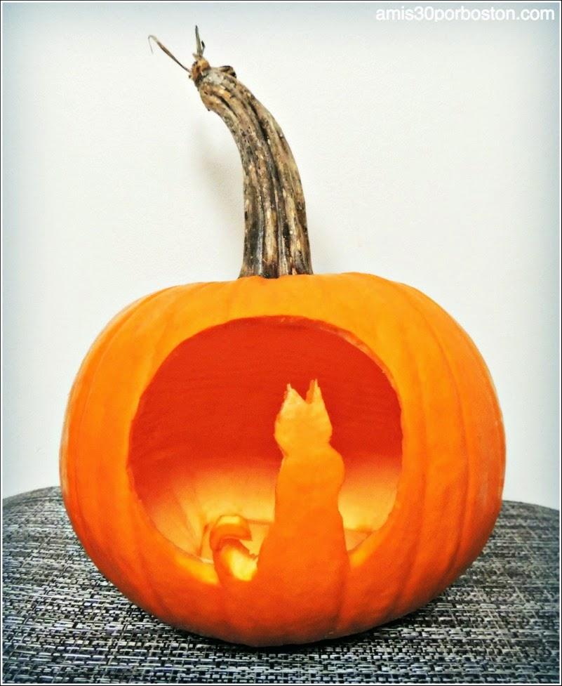 los dos componentes de este diseo tanto los gatos como la luna llena aunque son tpicos smbolos de halloween no provocan miedo y puede ser una buena