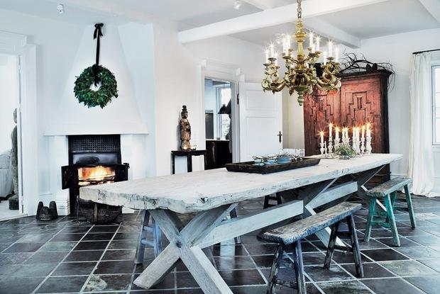 mesa madera natural con bancos