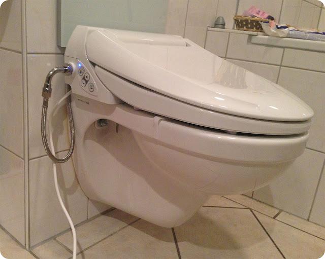 konsumrausch waschen statt wischen mein neues dusch wc. Black Bedroom Furniture Sets. Home Design Ideas