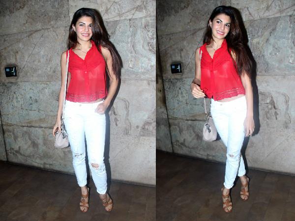 Jacqueline Fernandez Wardrobe Malfunction At Hamari Adhuri Kahani Screening