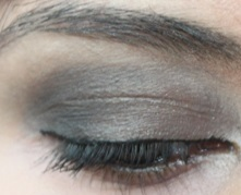 Smoky eye makeup with theBalm N*de'Tude palette