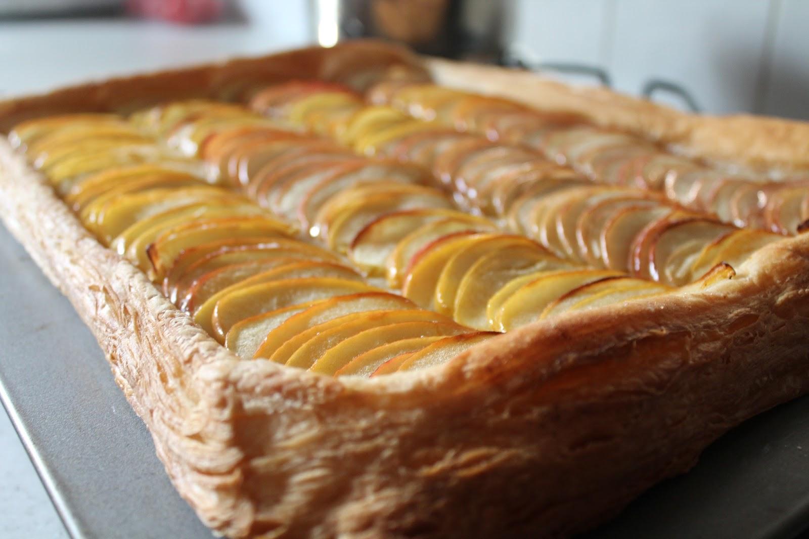 Яблочный пирог с корицей из слоеного теста рецепт пошагово в духовке