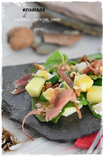 Ensalada de espinacas, canónigos, jamón y queso