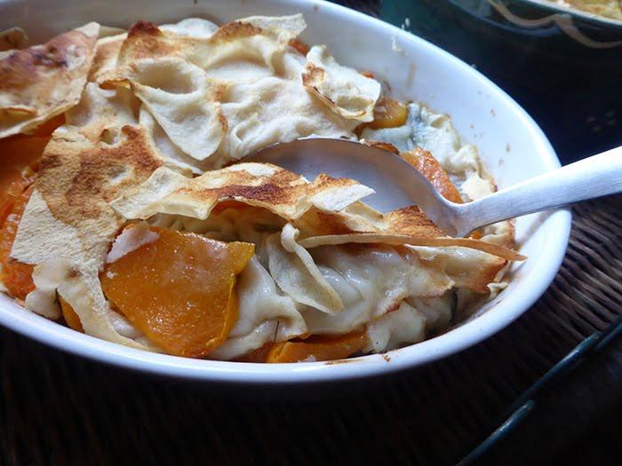 Zuppa gratinata di zucca con pane carasau e finocchiella