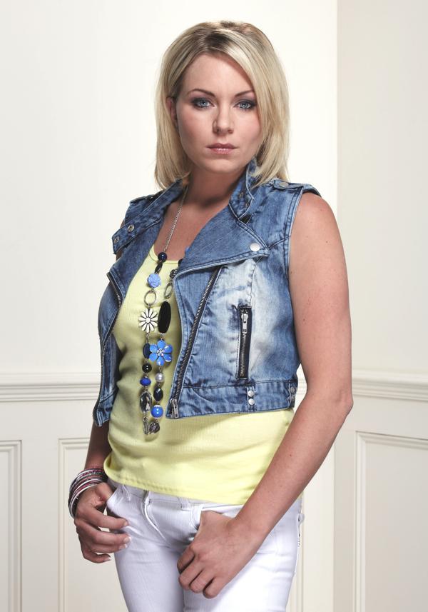 EE Which look suited Roxy best? — Digital Spy