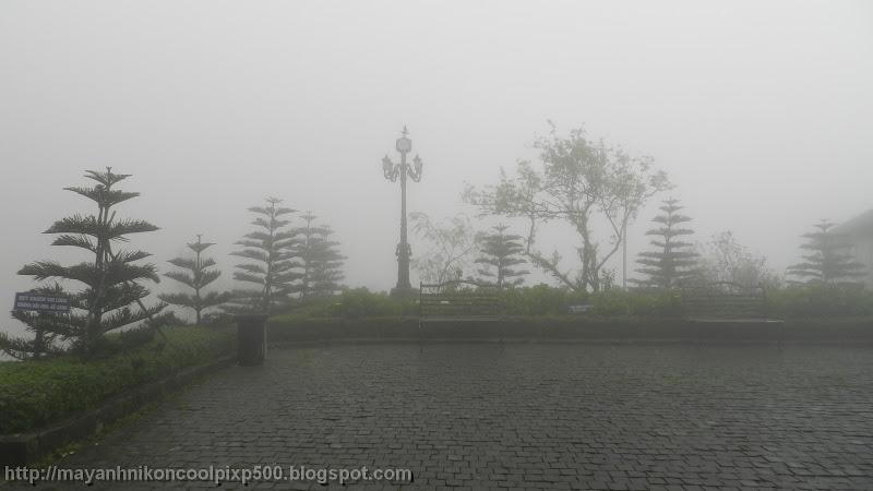 Sương mù phủ kín Bà Nà