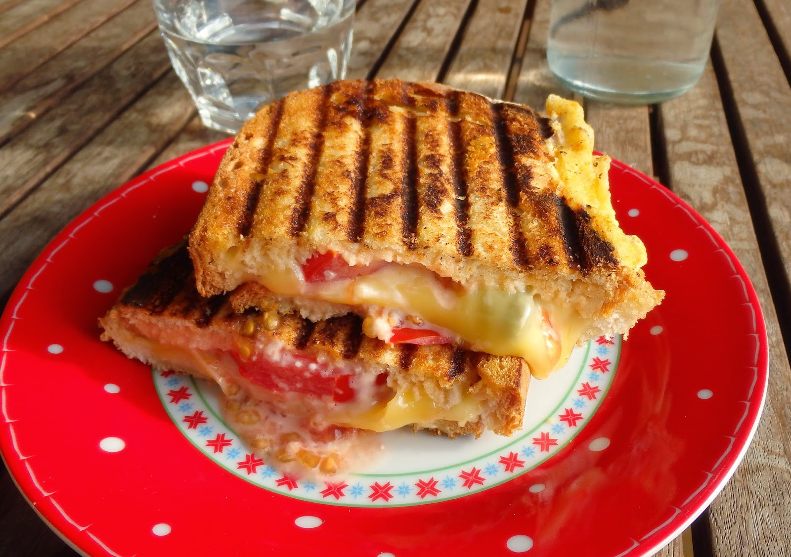 Sandwich de queso y tomate