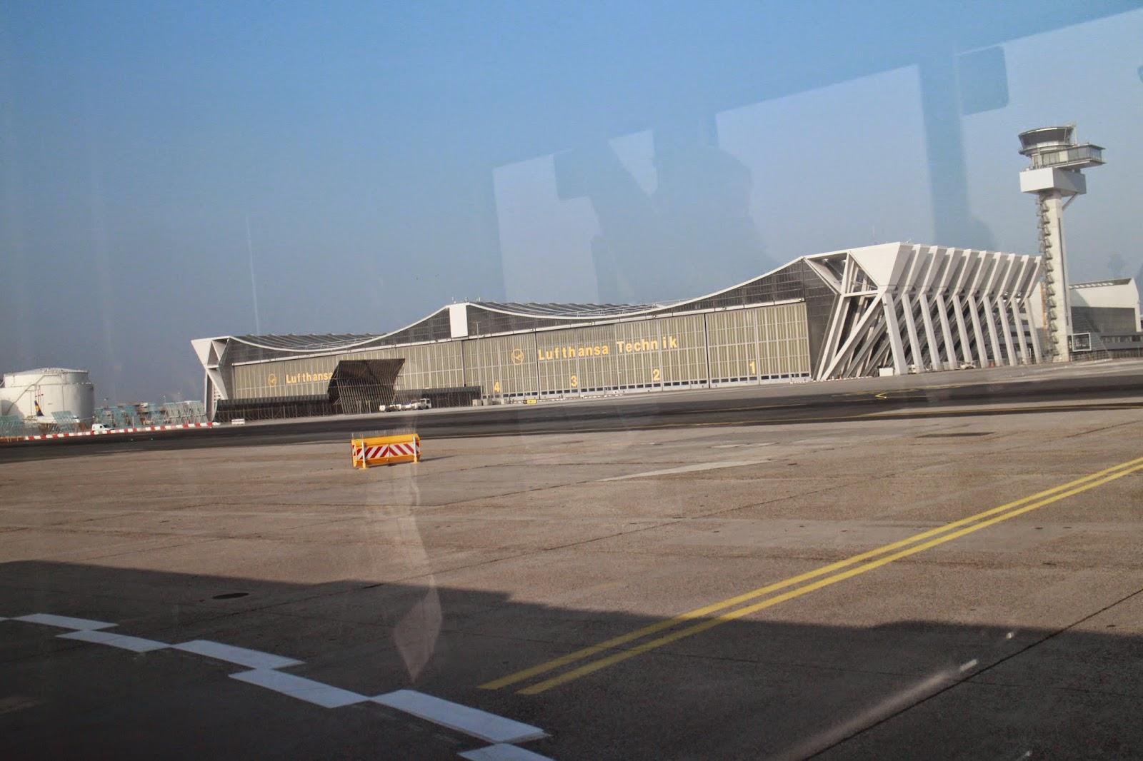 ファーストクラスに搭乗できたらブログやめるんだ: ビルバオ空港〜モユア広場へ - Aeropuerto de Bilbao(BIO) 〜 Moyúa