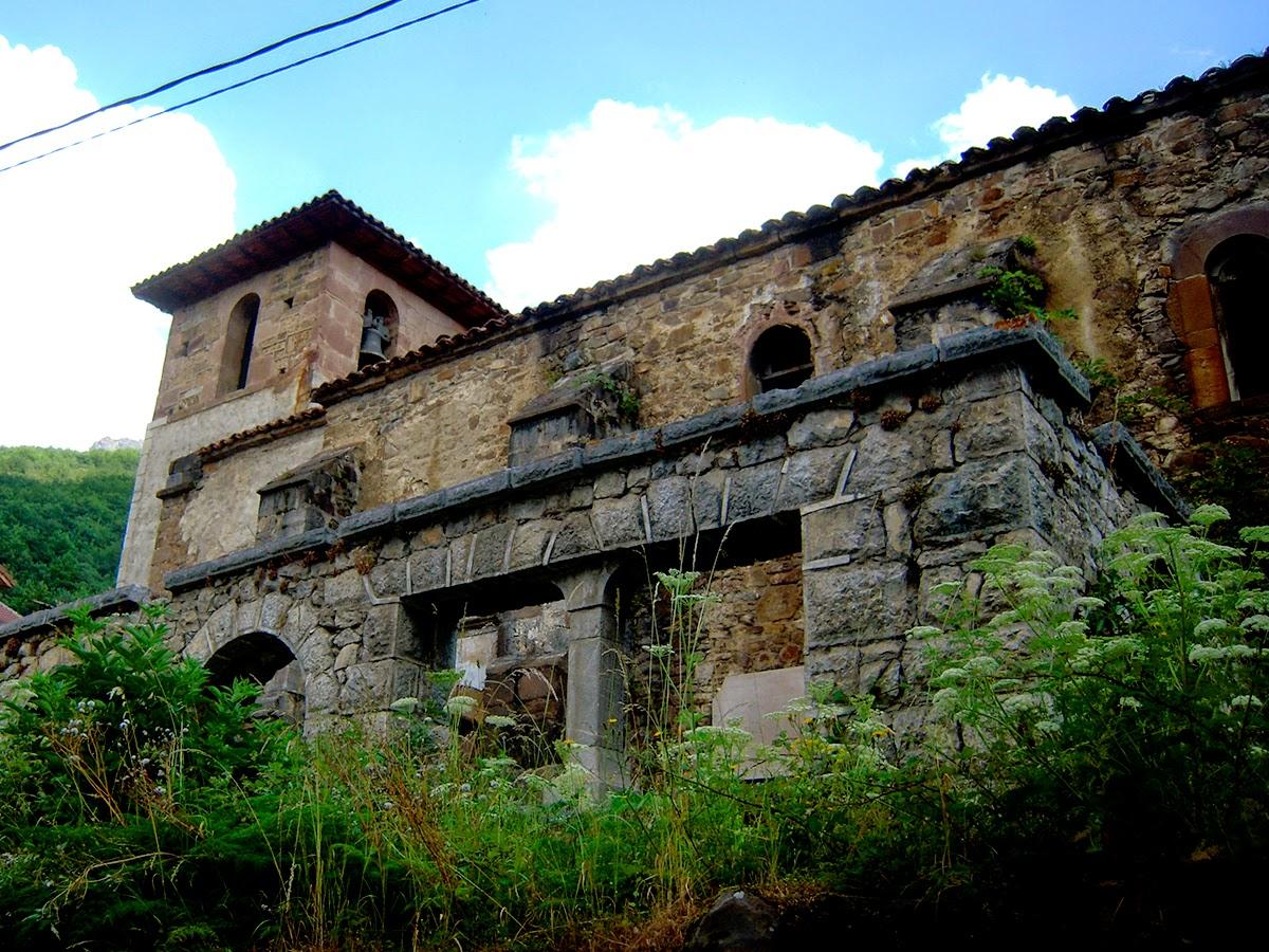 Vista de la iglesia vieja. Foto de Caria. Pulse para verlo más grande