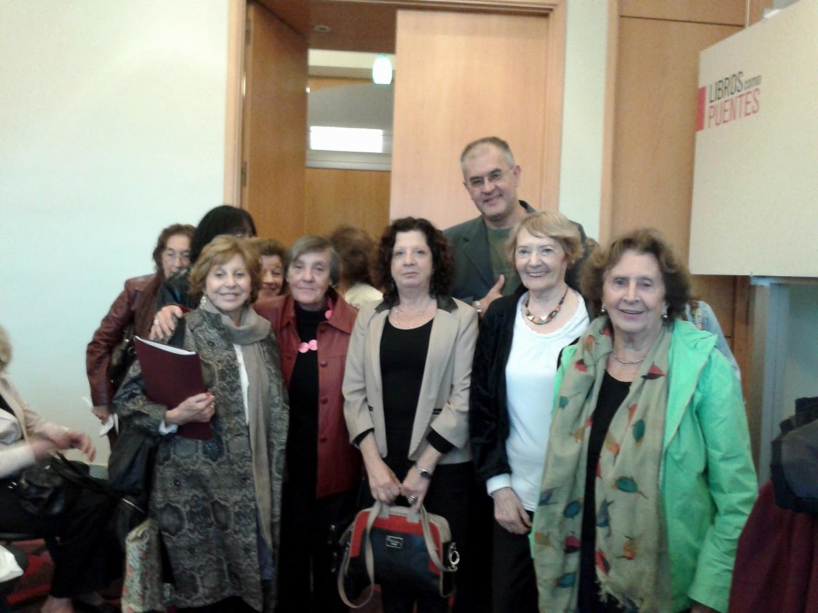 Integrantes de la Comisión Directiva del CEN junto a Norma Pérez Martín
