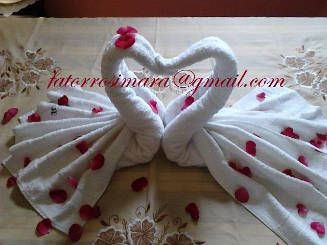 Cisne feito com toalha de banho para o dia dos namorados (hotelaria)