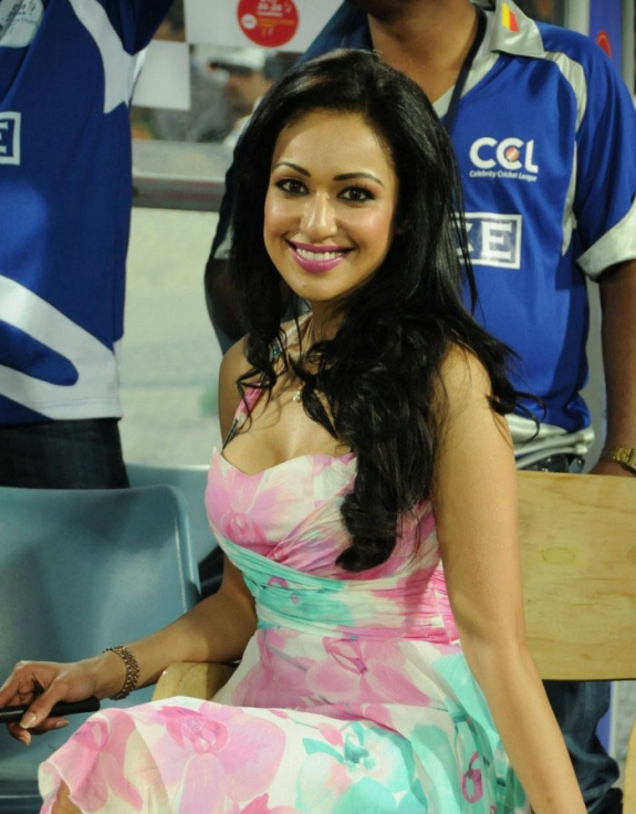 Tamil Actress Madhuri Bhattacharya Hot Stills Gallery In CCL Photos navel show