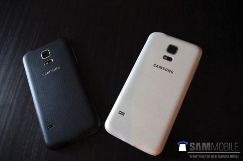 Cover bianca e nera per il prossimo smartphone Galaxy S5 Mini di Samsung