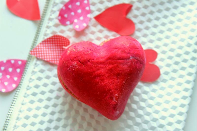 Lush Heart Throb Bubble Bar