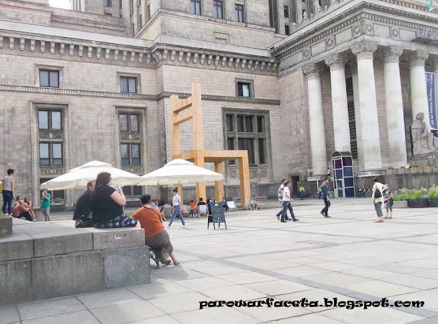 duże krzesło w Warszawie