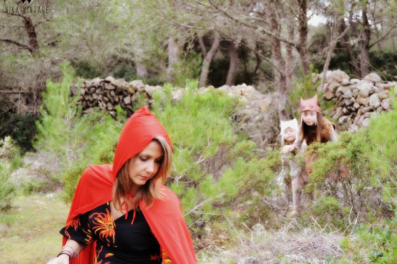 Un cuento diferente en el que nadie es bueno o malo, en esta caperucita roja y las lobas no feroces todo es distinto