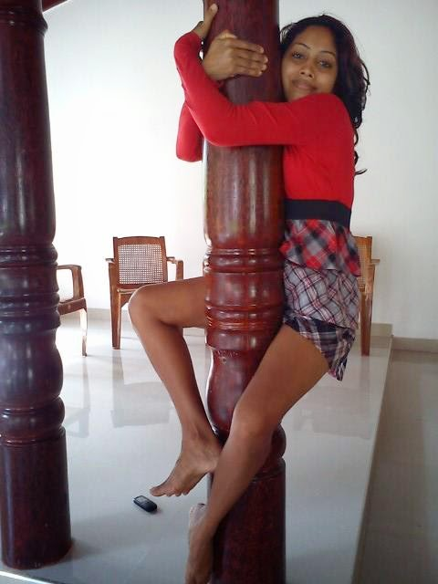 http://picture.gossiplankahotnews.com/2014/06/model-piumi-srinayaka.html