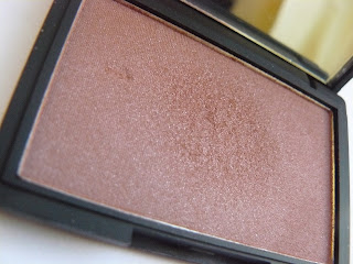 Sleek Vintage Romance Blusher in 'Antique'