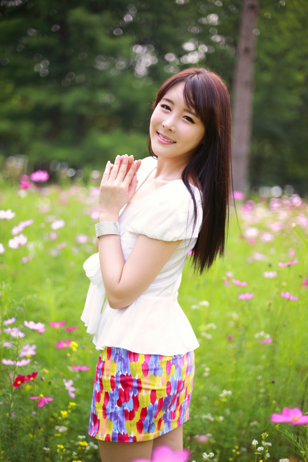 Kim Ji Min - shots in garden