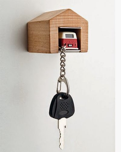 bb blog vw bus keychain with wooden garage. Black Bedroom Furniture Sets. Home Design Ideas