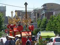 歴史は古く各町内には四基の剣鉾がある