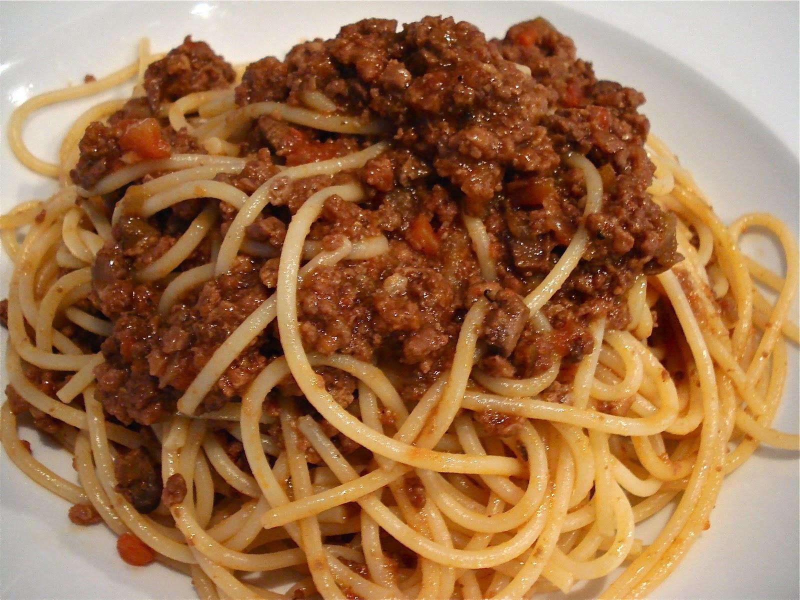 http://4.bp.blogspot.com/-c0q-b_gwVGU/TWYWpYZe1TI/AAAAAAAAAMw/dlp7aZkrsbs/s1600/Spaghetti+al+ragu.JPG