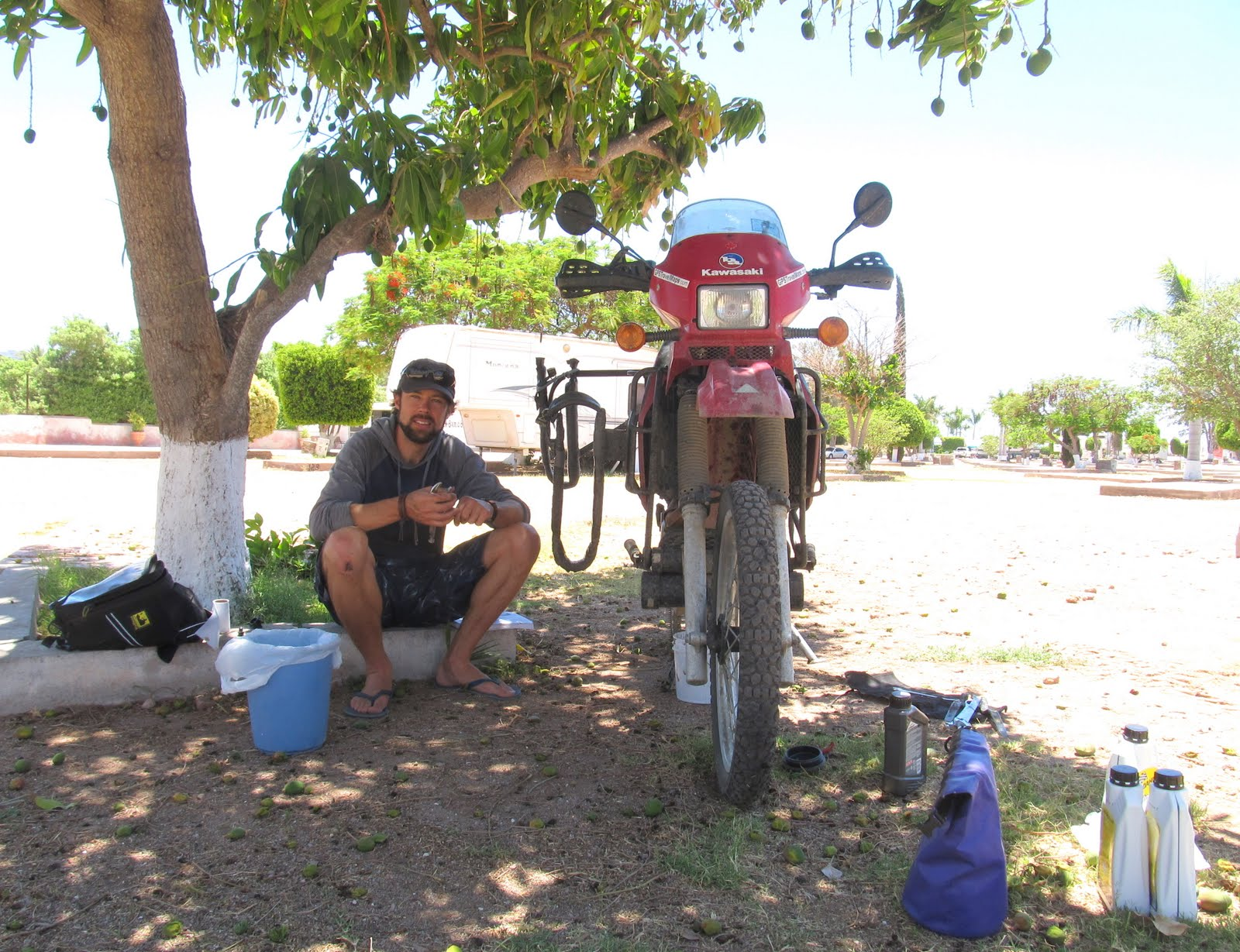 Under the Mango-Tree' - time for oil-change number 3 in a deserted RV  title=