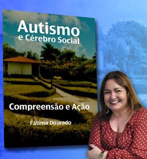 Fátima Dourado em frente à capa da primeira edição do seu livro.