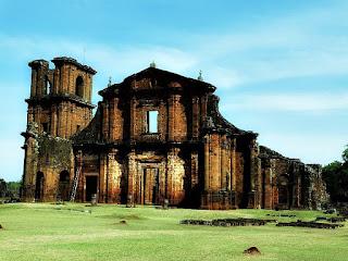 Fachada da Igreja de São Miguel Arcanjo, em São Miguel das Missões (RS). Ruínas de São Miguel.