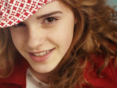 Emma Watson Cute Wallpapers