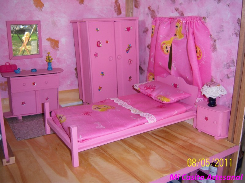 Mi casita artesanal casita y muebles de mu ecas barbie for Muebles para barbie