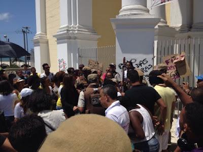 Estudante pichar Catedral de Ilhéus no 7 de setembro