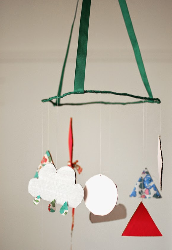 DIY crafts for kids: hanging mobile decoration using cardboard