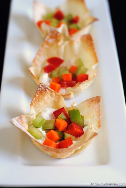 Veggie Pizza Wonton Cup Appetizers – so simple, so fast, yet such an impressive party bite! | foxeslovelemons.com
