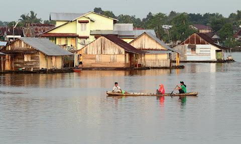 RUMAH LANTING DI SUNGAI SAMBAS