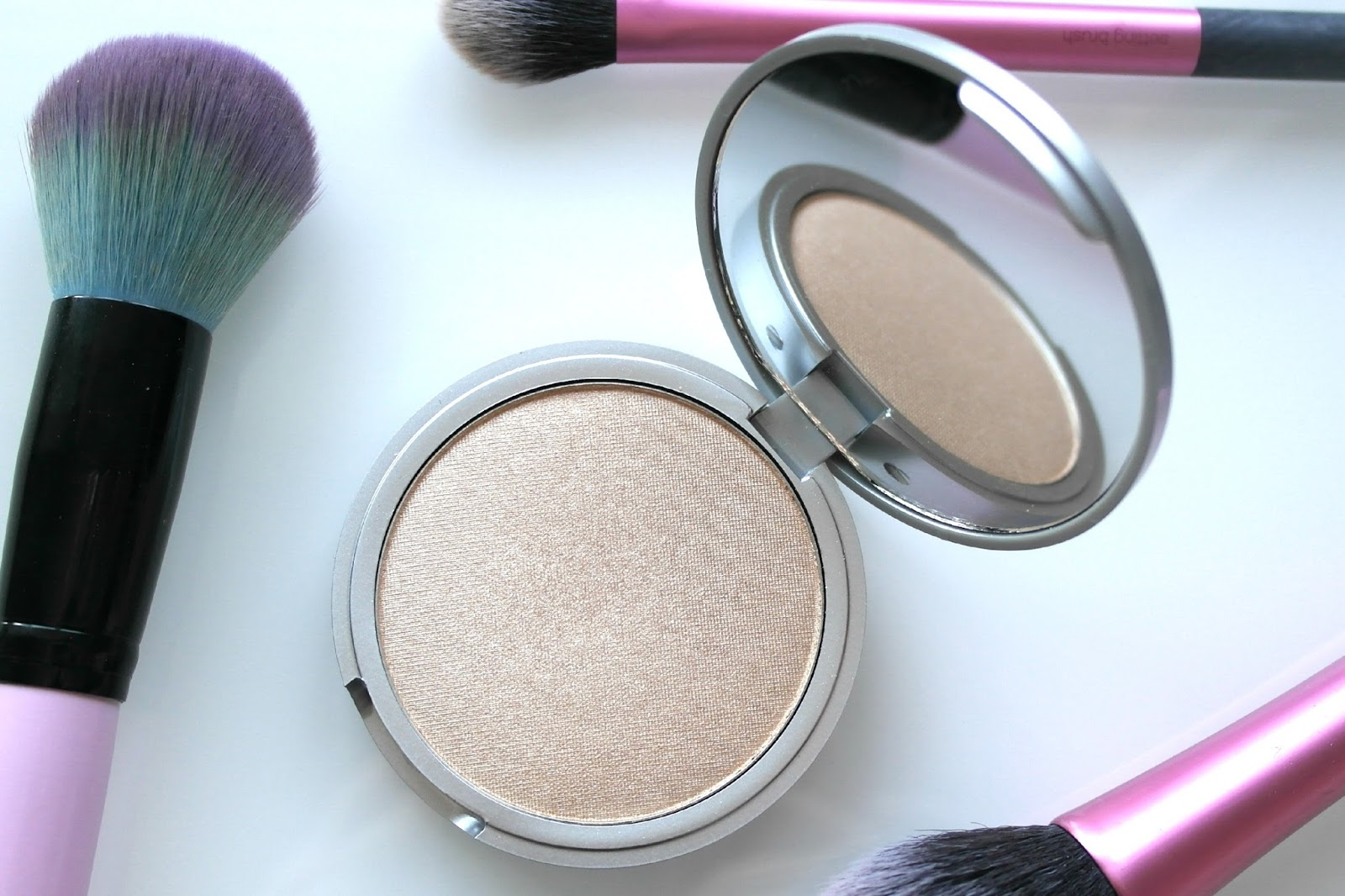 the-balm-mary-loumanizer-highlighter-blog-review-3