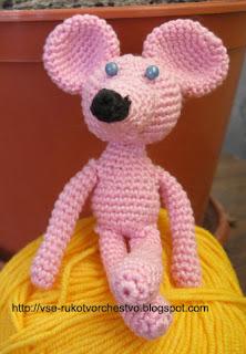 Вязаная крючком игрушка своими руками маленькая мышка