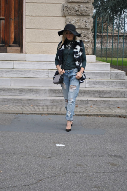 outfit cappello a falda larga come abbinare un cappello a falda larga abbinamenti cappello a falda larga wide-brim wool hat outfit how to wear wide-brim wool hat how to combine wide-brim wool hat black wide-brim wool hat outfit how to combine black wide-brim wool hat how to wear black wide-brim wool hat outfit dicembre 2015 december outfits outfit casual invernali outfit casual autunnali outfit sporty fall casual outfit mariafelicia magno fashion blogger colorblock by felym fashion blog italiani fashion blogger italiane blog di moda blogger italiane di moda fashion blogger bergamo fashion blogger milano fashion bloggers italy italian fashion blogger influencer italiane italian influencer italian fashion blogger