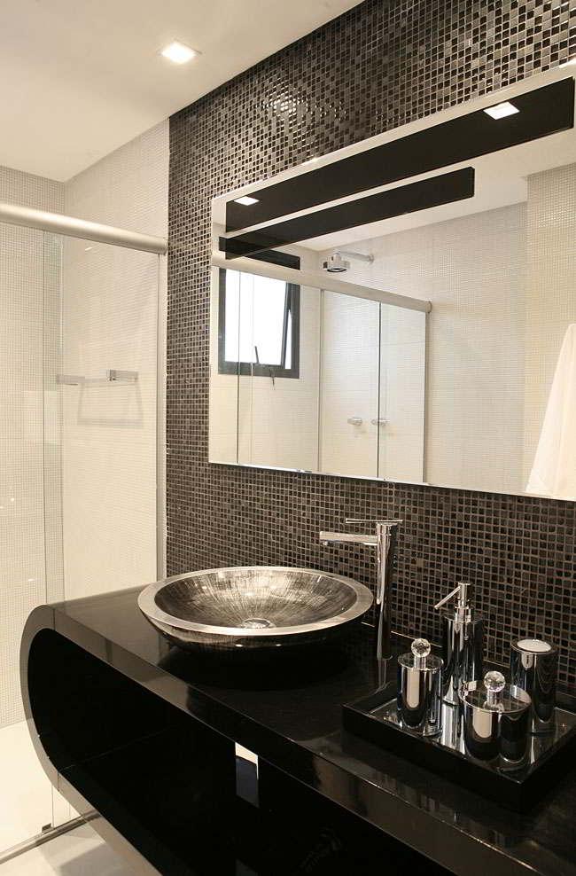 Banheiros com pastilhas  37 modelos decorados  Decor Alternativa -> Decoracao De Banheiro Preto E Branco Com Pastilhas